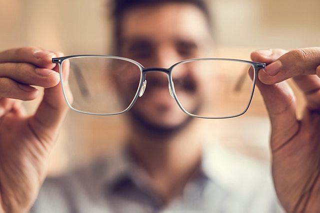 Почему нельзя надевать чужие очки