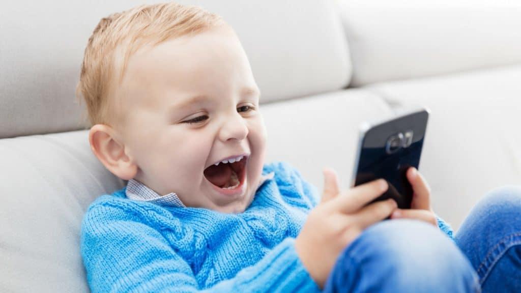 влияние мобильного телефона на младенца